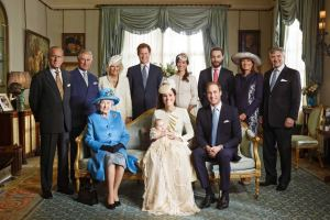 Notice Dear Queen Elizabeth in this lovely family portrait from the recent christening - WITH HER PURSE. She probably has a shaker of salktin there.